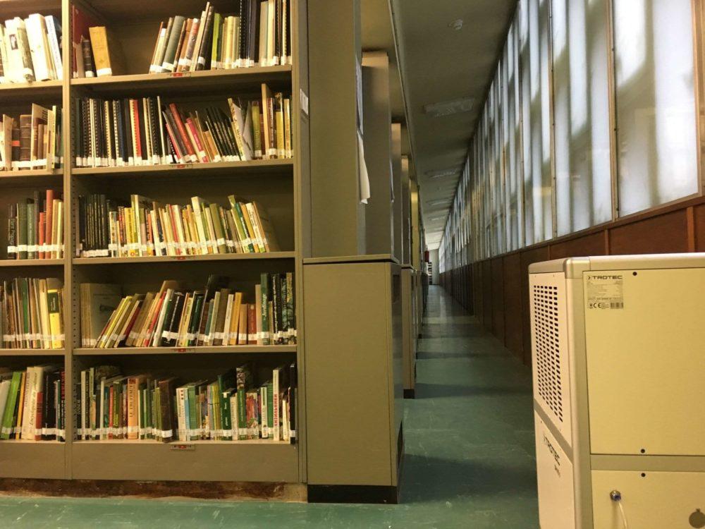 bouwdroger in bibliotheek