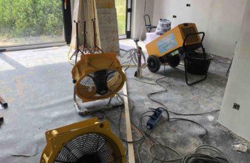 combinatie bouwdroger en ventilator in particuliere woning